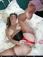 Milfs ffstockings foot show