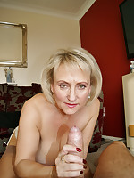 Michelles Nylons Sexy Mature Lady Shows off Her Nylons