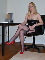 Lady Lucy in sexy fully fashioned nylons and  heels